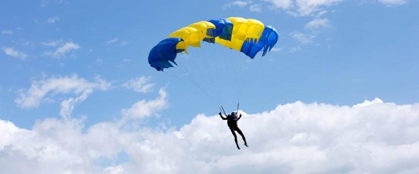 Стрибки з парашутом у Києві